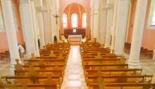 assemblée de messe en respectant les gestes barrières